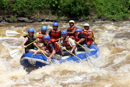 The Kiulu River white water rafting is a trip that suits those seeking a moderately adventurous and relaxing trip.